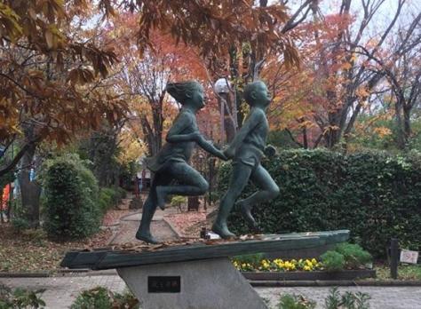 kids statue